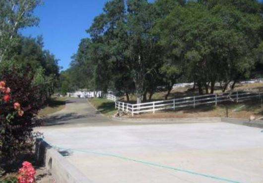 this is a picture of merced concrete driveway